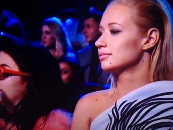 Iggy recebendo os agradecimentos da Ariana #VMAs http://t.co/3PeiezKrdY