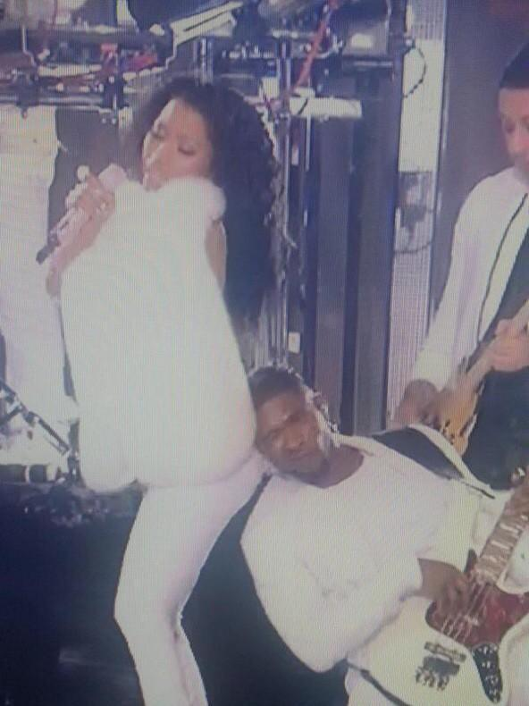 I'm a little amazed Usher didn't get stuck #MTVVMAs2014 http://t.co/CTH3L1PjJu