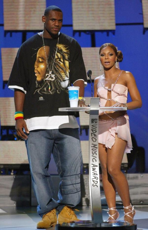 How things can change in a decade. #Flashback 2003 VMAs http://t.co/aMjRNrpl2M