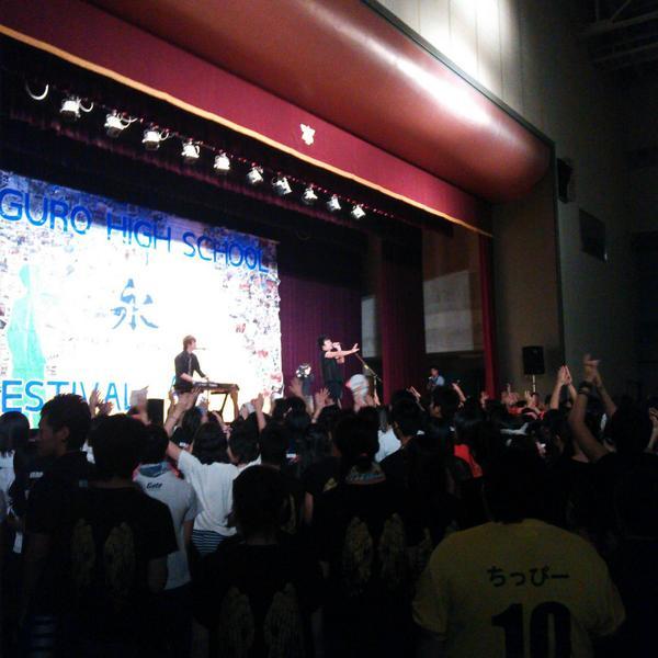 レディオサイエンス、羽黒高校学園祭にてサプライズライブしてきました~!黙っててゴメンなさい(/´△`\) #レディオサイエンス http://t.co/efmSSdgQX9