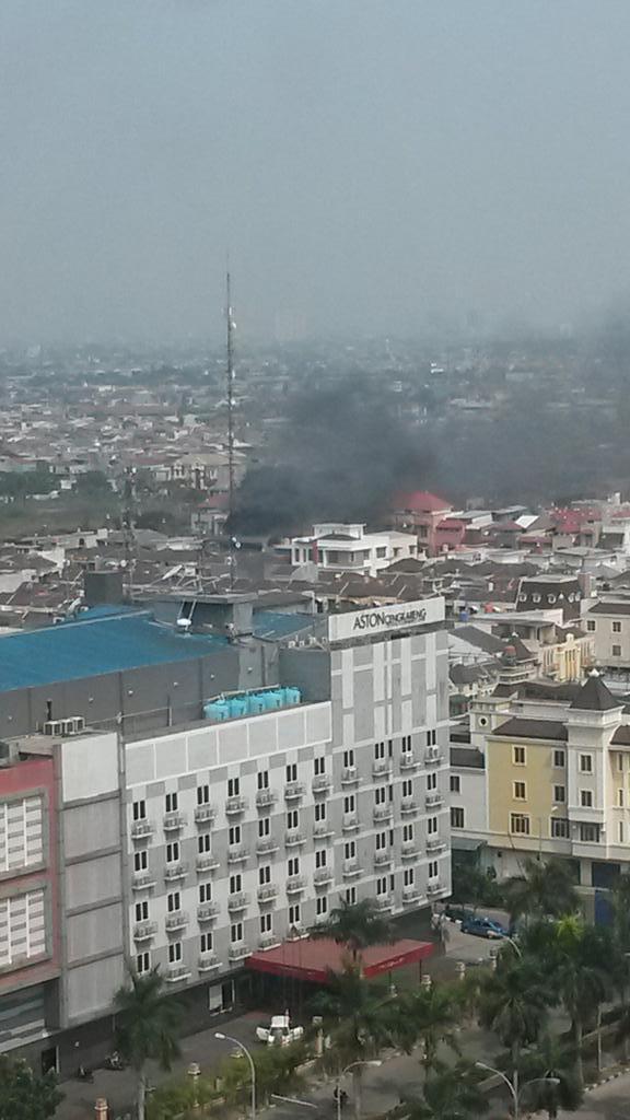 Tmc Polda Metro Jaya A Twitter 14 22 Kebakaran Di Belakang Hotel Aston Cengkareng Jakarta Barat Http T Co 17h56ok8iu Wdygstn7608
