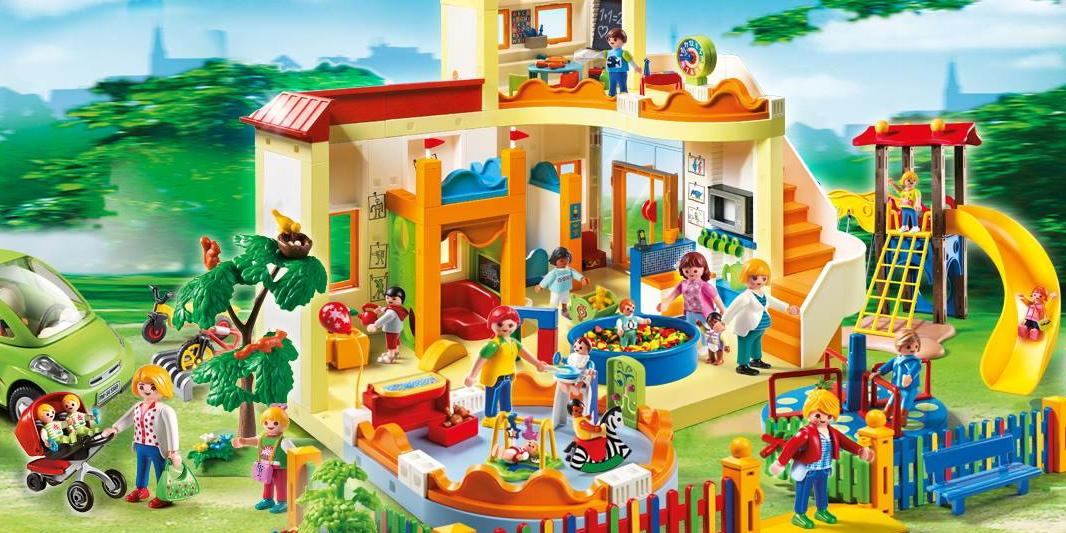Playmobil on twitter hooray we 39 re going to playmobil for Casa de juguetes para jardin