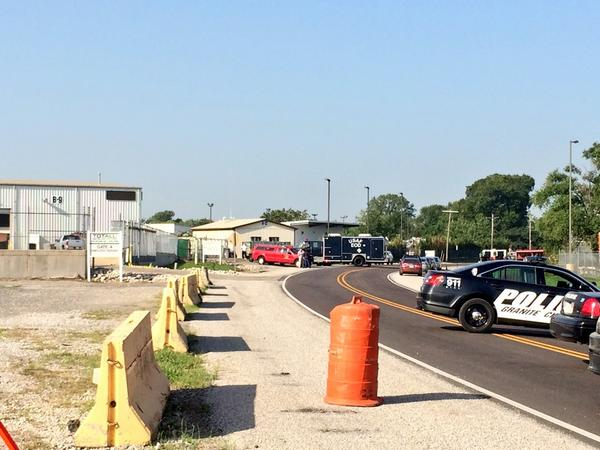 It appears a Scott AFB EOD truck is on scene of explosion @ Totall Metal Recycling, Granite City, IL @FOX2now http://t.co/jIOl2eMSxR