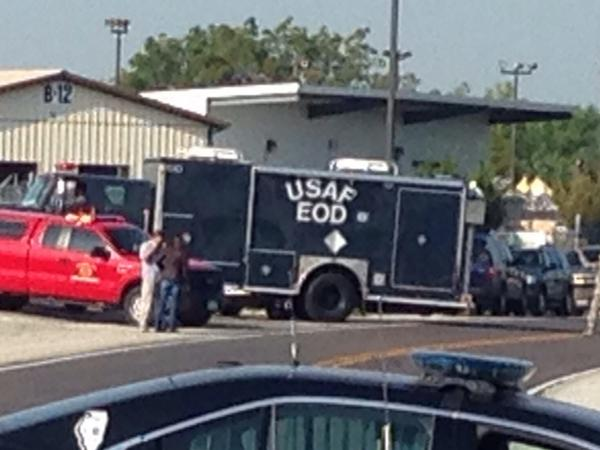 Explosive Ordinance Division (EOD) team arrives at Totall Recycling plant in Granite City. http://t.co/odFXhJgrK8