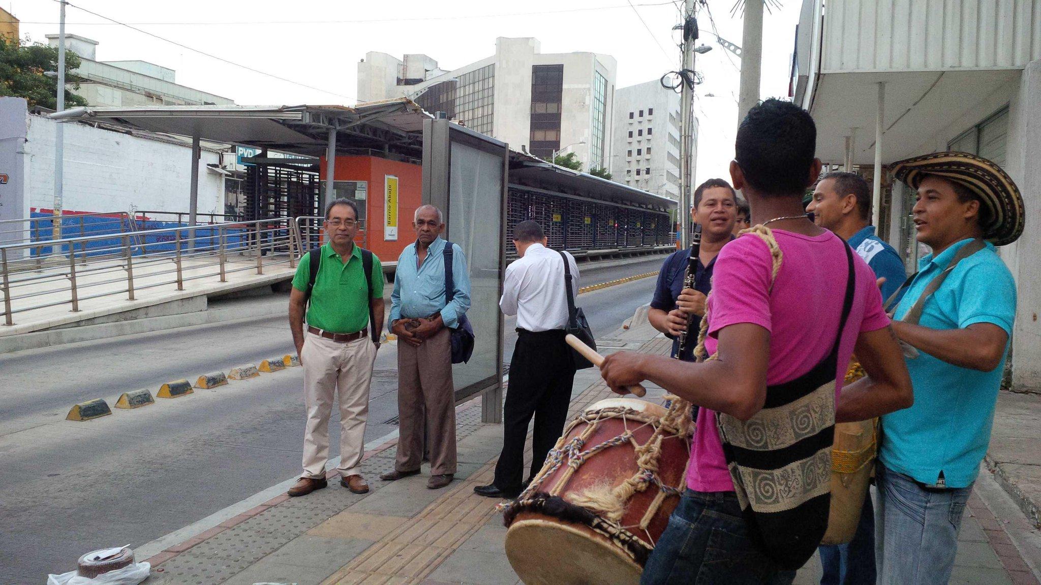 Usuarios de Transmetro 'celebran' 10 meses del cierre parcial de una estación