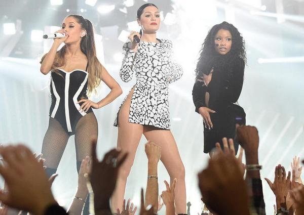 Premios & Nominaciones de Ariana Grande » MTV Video Music Awards 2015 [2 Nominaciones] - Página 4 Bv4ZQbiCcAELZSS