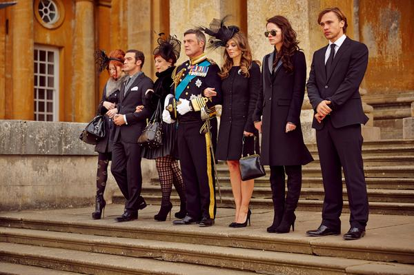 #OTH fans rejoice! The trailer for Mark Schwahn's latest creation @TheRoyalsOnE is here: http://t.co/D4Inum1c6P http://t.co/JBuFZGcUho