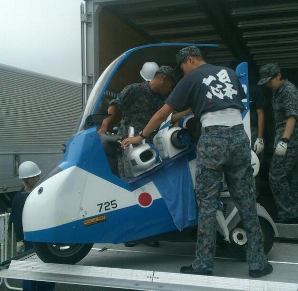 [お台場新大陸情報]天候は芳しくありませんが、はるばる松島基地からブルーインパルスJr.がやって来ました。走行はできませんが試乗できます! pic.twitter.com/fYPEl6I4dP