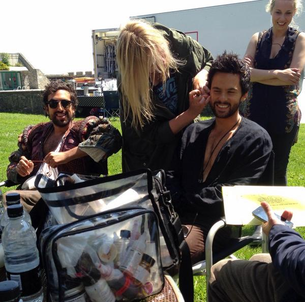 Just stumbled upon my own #DaVincisDemons photos. Here's Tom Riley getting a 'touch up' whilst sitting with Borat. http://t.co/v2HoUE9HRl