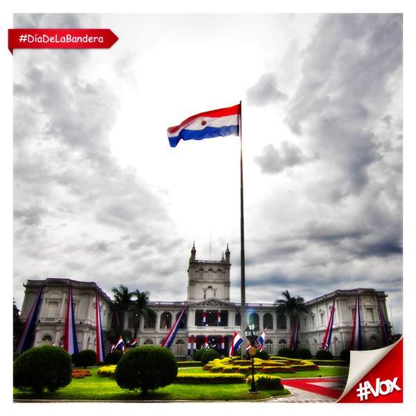 Sos el símbolo patrio que nos enorgullece como paraguayos, hoy y siempre te respetamos. #DíaDeLaBandera. http://t.co/7gaYSGfTZ5