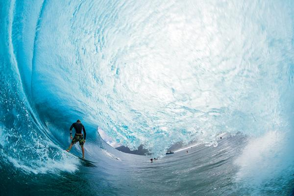 .@SURFER_Magazine photog @ZakNoyle shares the story of how he got this mind blowing cover shot http://t.co/BlbZb6faG2 http://t.co/aOcp7U40g7