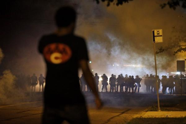 Palestinians share tear gas advice with #Ferguson protesters http://t.co/doRbN8cHYr http://t.co/97HLQwXROe #MikeBrown