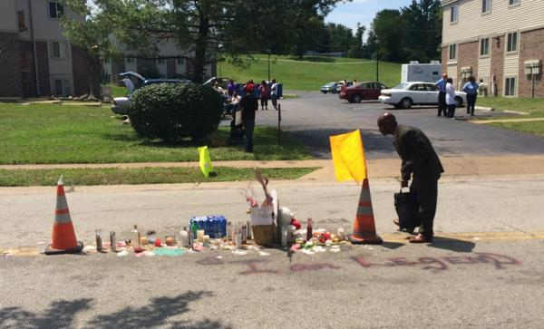 Man stops and bows head in prayer at the spot where #MichaelBrown was killed then walks away. #Ferguson http://t.co/gu9vTFluMD