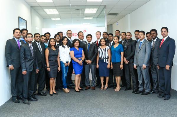 En een groepsfoto met de net in Sri Lanka nieuw aangenomen internet e-commerce software developers bij ISM eCompany http://t.co/KFuxO5bas2