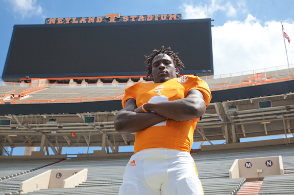 @Hunnit0nmyway_2 striking a pose. @Vol_Football #team118 http://t.co/hpLO3vBfgM