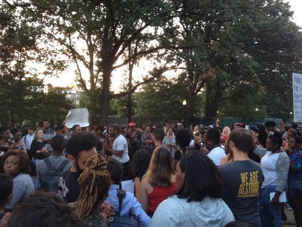 And behind the loud guy, a peaceful area with singing, etc #nmos http://t.co/8WtybrFsWS