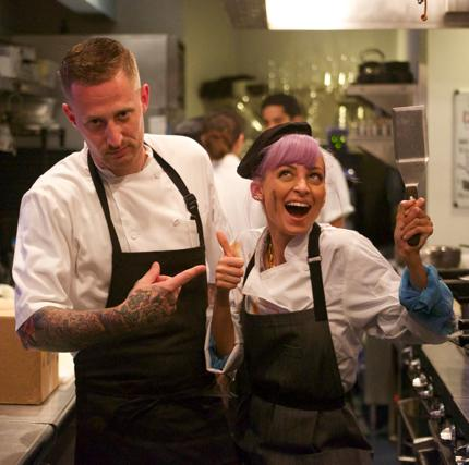TUNE IN: Tonight on #CandidlyNicole at 10pm on @Vh1. Check out @MVoltaggio & @nicolerichie in the kitchen. http://t.co/qNbRhNDKLS