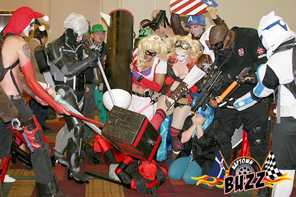 """It's all fun & games at @Gen_Con, until the """"cosplayers"""" attack. #GenCon #Indy http://t.co/YNi4AABZMh"""