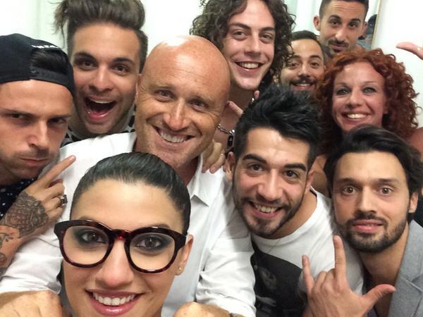 Buon Ferragosto! In diretta ora, puntata speciale di Rossi di Sole con ospiti, premi e bagni vestiti! Guarda la foto! http://t.co/4XhJzfwDY0