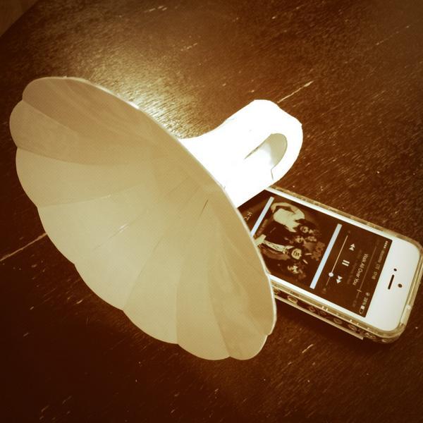 牛乳パックで嫁さんのアイフォン用スピーカー作ってみた http://t.co/MpdkAehHrj