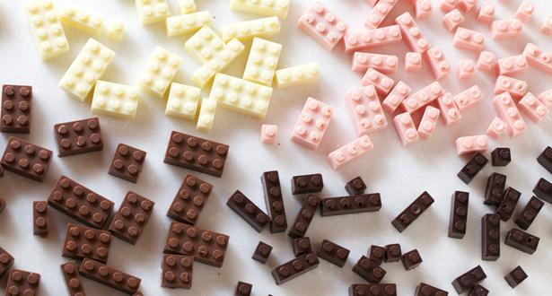Edible chocolate Lego has arrived. Want, want, want...  http://t.co/sUxE55kOTG http://t.co/L26N0H0R3Q