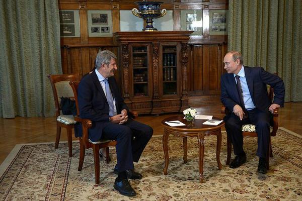 Philippe de Villiers en Crimée aux côtés de Vladimir Poutine