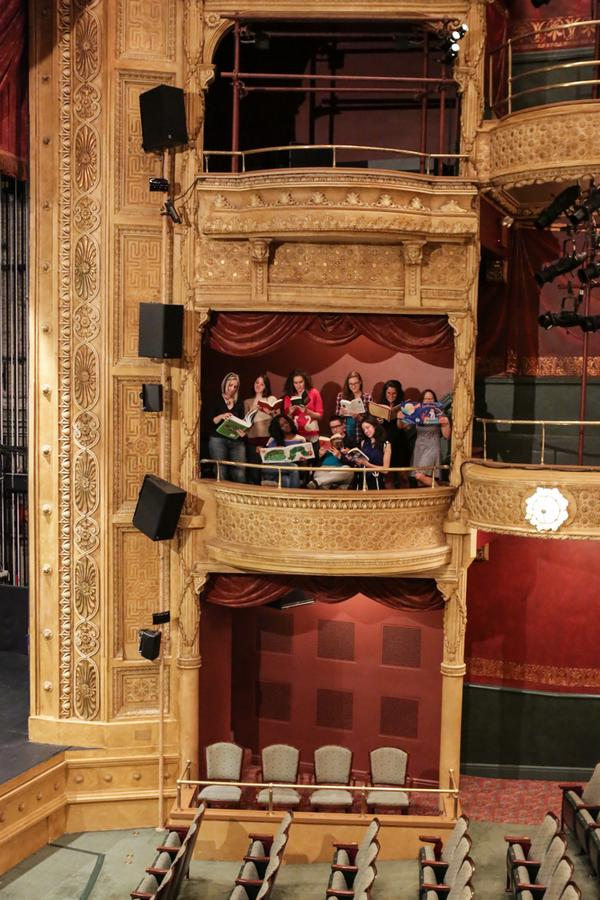 #ireadeverywhere: we love this little #bookclub nook in our theater. @nypl http://t.co/ywsJvCsI3X