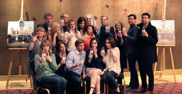 Downton Abbey embrace 'water bottle-gate' to promote work of international charity WaterAid. http://t.co/Srf1Fl4ri5 http://t.co/dNUwmN27ct