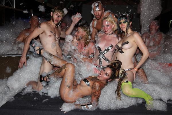 naked girls love themselves