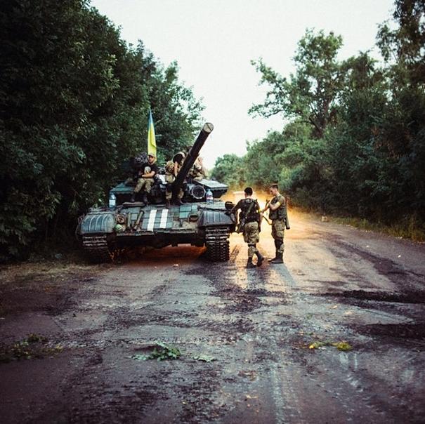 """Ситуация в Луганске. Версия местных жителей: """"Вот че боевики не уходят? Соберитесь, уйдите, мирное население погибает"""" - Цензор.НЕТ 8047"""