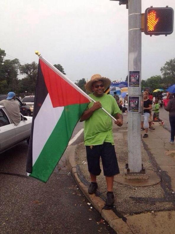 Palestinian flag waving in Ferguson - The Jews did the riots?