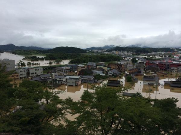 福知山城から市内川沿いを眺める。 http://t.co/UTEzdQaK36