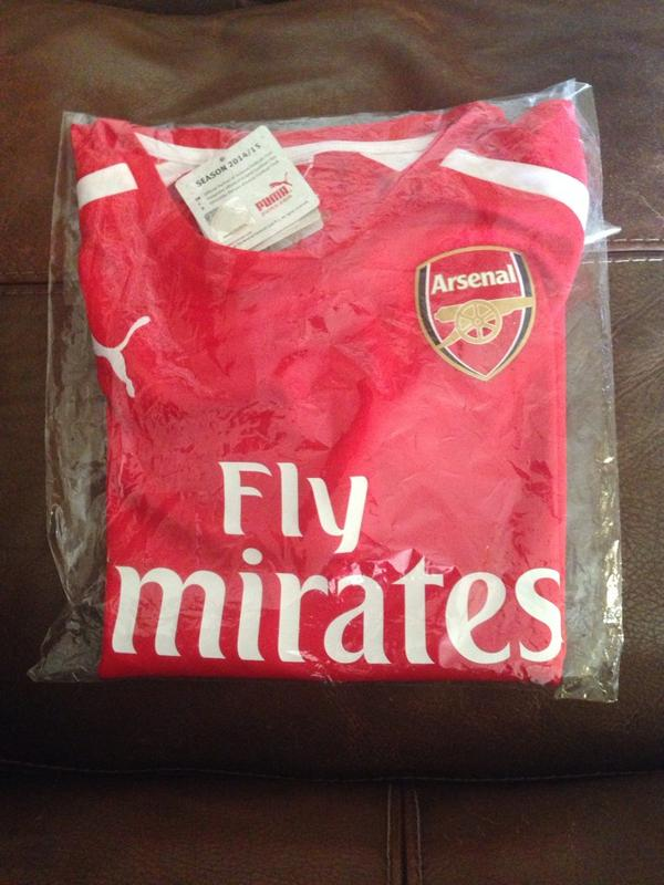 Arsenal 14/15 Alexis 17 women's Medium home shirt for sale. Unworn, unopened, with tags. £55 ono. RTs appreciated. http://t.co/V81ZDJq3cY