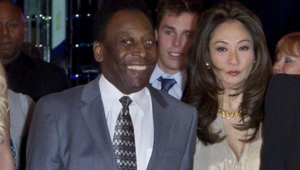 Márcia Cibele Aoki empresária e namorada de Pelé desde o ano de 2010.
