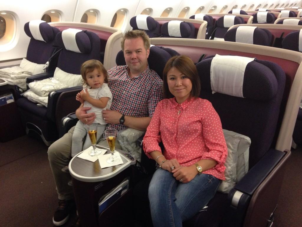 Família senta sozinha na classe executiva da Malaysia Airlines