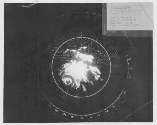 45 years ago at this moment: 8/17/1969 Hurricane #Camille as seen from Pensacola radar. http://t.co/bpNfUUbCNz http://t.co/McmKzfMTWc