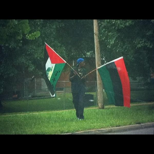 #Ferguson native flies Palestinian flag in response to Palestinian solidarity and support of Ferguson protestors ✊