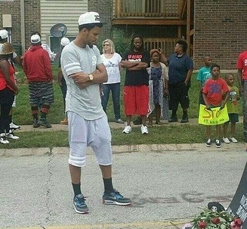 .@JColeNC heads to #Ferguson to pay his respects to #MikeBrown http://t.co/Yzf5JzpQ3J http://t.co/W7O2IXHwkY