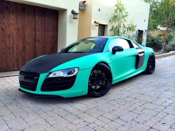 Be wild, be different♣️ new color for the R8 is matte emerald green! http://t.co/lCGhRUs577