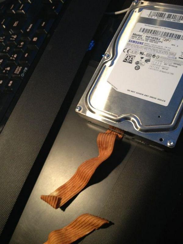 ベビースターラーメンでHDD繋ごうと思ったけどダメだったよ pic.twitter.com/L5bbwMhrzS