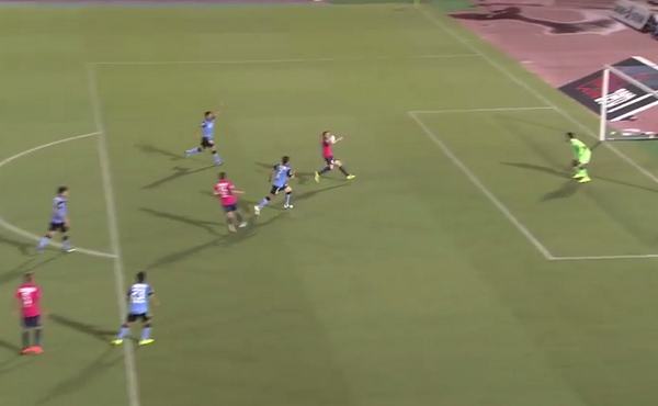 Diego Forlan scores lovely over the shoulder volley for Cerezo Osaka v Kawasaki Frontale [Video]