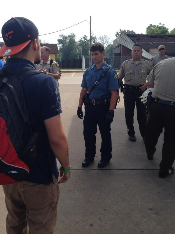 At the QuikTrip - police not allowing demonstrators to gather #Ferguson http://t.co/Q0Y5PIuTMM