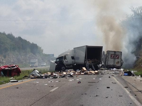 At least three vehicles involved in I-70 East collision and road blockage, one carrying #usps mm120 http://t.co/Kc3NZtWfkn