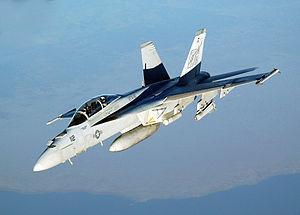 F/A-18E/F スーパーホーネット 空母艦載機に必要な仕事はほとんどできるコイツのせいで米空母が蜂の巣になっちゃったんだよなぁ。どいつもこいつもホーネットでやんなるね。空中給油までしやがる。まあそれもF-35がくるまでの辛抱だ。