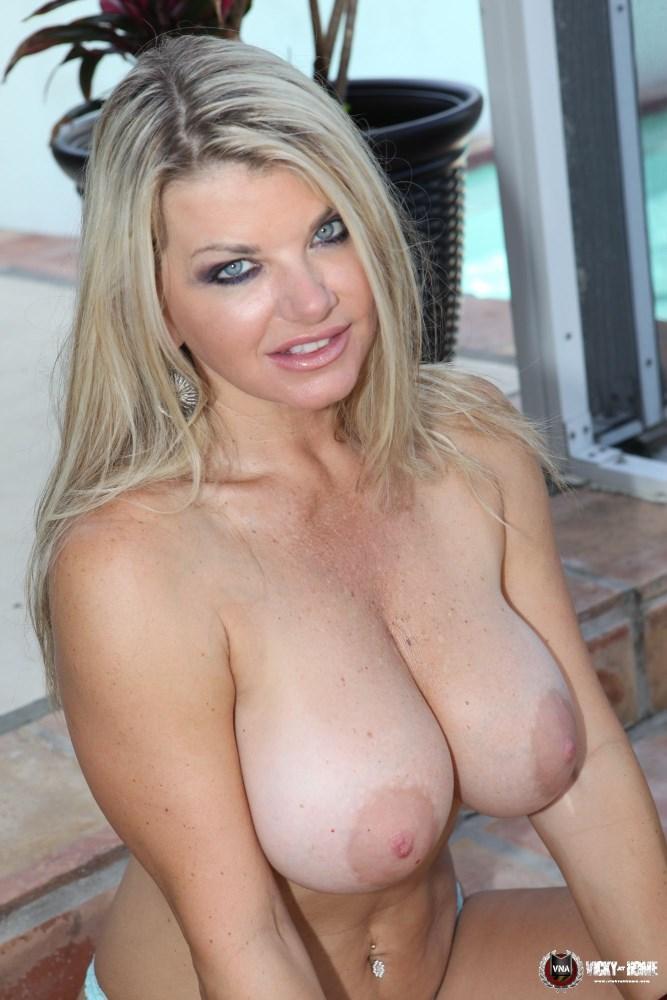 model-nude-girl-vicky-vette-video-pussy