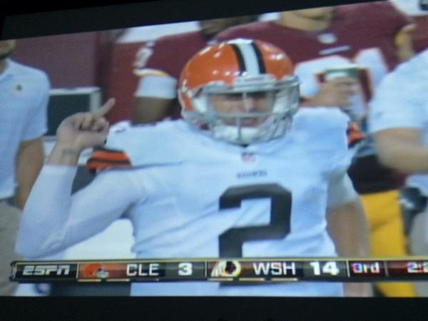 Manziel giving Redskins the finger http://t.co/wiAHBxRbSc