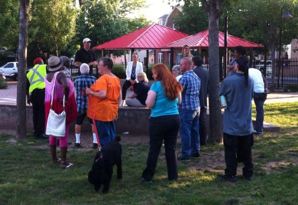 It's another outdoor joint Ward meeting, this one for wards 1 & 3, going on now in Chestnut Street Park. http://t.co/7oyH7vnFzL