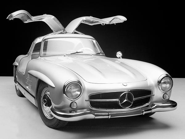 60 years on, the 300 SL Gullwing is still one of the more beautiful—and innovative—cars ever. http://t.co/iFPBUmCypk http://t.co/D86HuVqI7Q