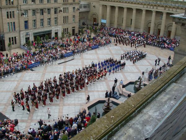 Thank you to @edinburghtattoo for wowing the crowd today in City Square http://t.co/gzFrBZAV9Q