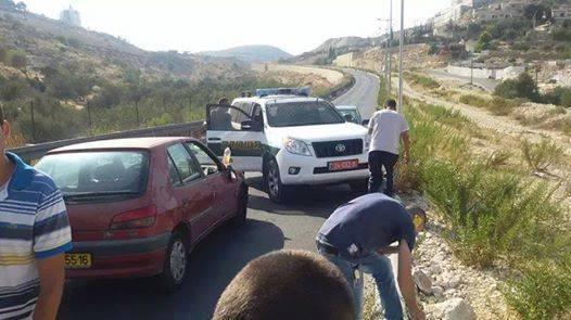 Zionist settler runs over a Palestinian woman near Abu Ghnaim mountain, and led to her seriously injured via @paldf http://t.co/DalfYtQRmc